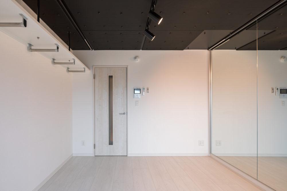 天井にはカーテンレール設置。それぞれ隠すことも可能。