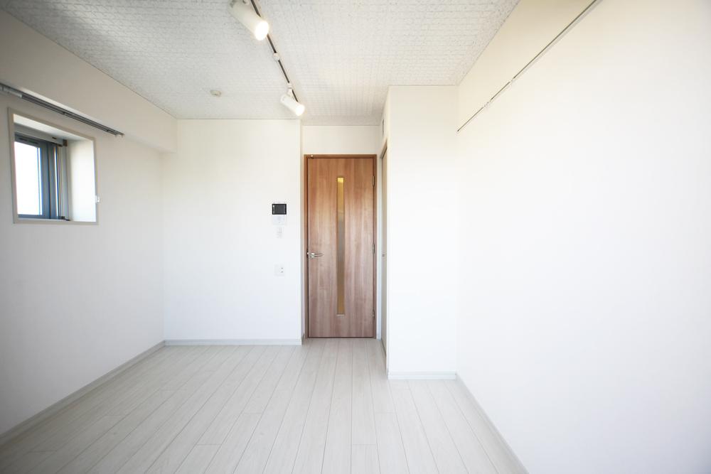 室内写真・1Kタイプ※小窓は8階~10階の部屋のみとなります。